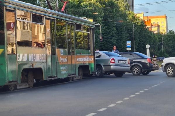 ДТП произошло на улице Чкалова в районе пересечения с улицей Добрынина