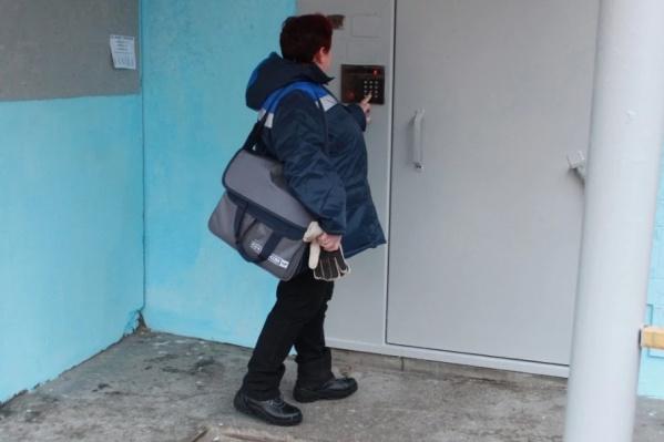 Преступники брызнули из баллончика в лицо почтальону и резко выдернули сумку с деньгами