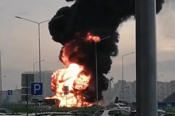 Дым от пожара растянулся над всем городом