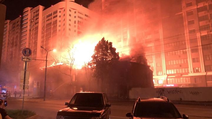 Горит старая Самара: появилось видео пожара в историческом центре города