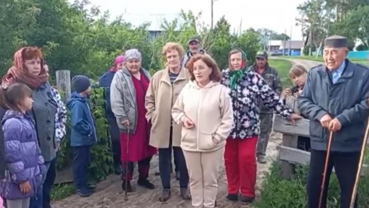 Плохие дороги и нехватка мест в школах: тюменцы жалуются президенту Путину