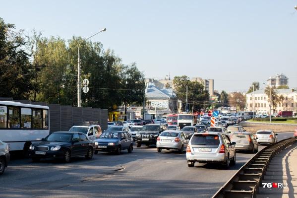 Пробки на Октябрьском мосту — частое явление