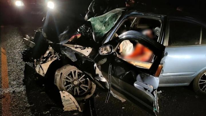 Водитель Nissan погиб, врезавшись в «Газель» на М-5 в Челябинской области. Еще два человека ранены