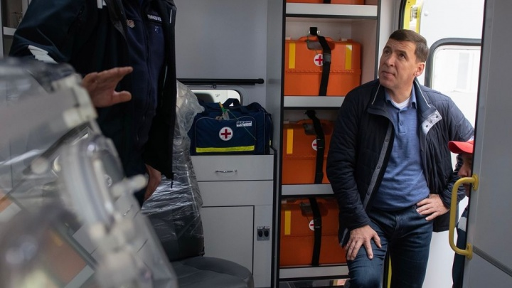 Губернатор Куйвашев опроверг информацию о переломе ноги