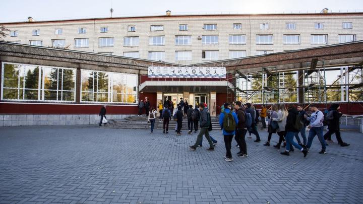 К новосибирским студентам решили приставить сотрудников полиции во время работы на переписи населения