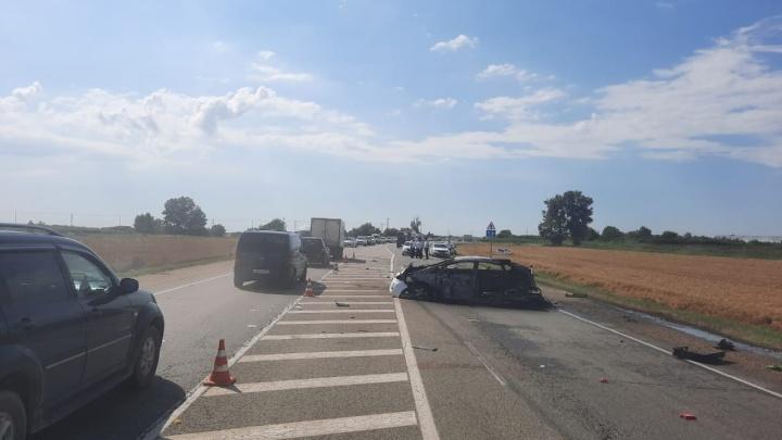 На Кубани после ДТП загорелась машина, ее водитель погиб