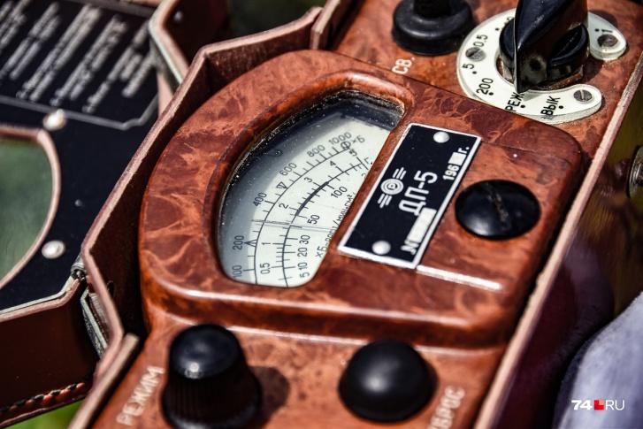 Советский прибор ДП-5 1963 года выпуска показывает 40 распадов в минуту на квадратный сантиметр (на пробах ила)