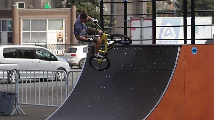 С зоной отдыха и биотуалетом: когда на площади Революции запустят обновленный скейт-парк