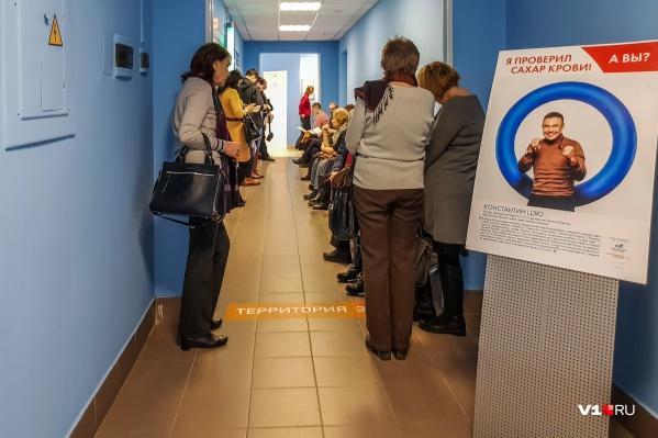 Многочасовые очереди к дежурному терапевту — проблема каждой поликлиники Волгограда