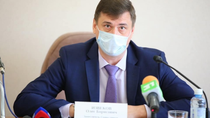 Силовики задержали вице-мэра Олега Извекова и ведут допрос. Ему грозит арест