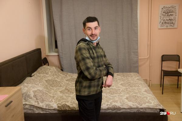 Артём благодарен всем, кто помог ему с переездом в квартиру-студию