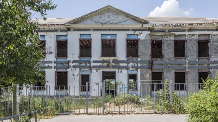 Сорвали все сроки: в Волгограде ищут нового подрядчика на капремонт школы № 36