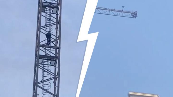В Екатеринбурге парень поспорил на 100 тысяч, что заберется на стрелу строительного крана: видео