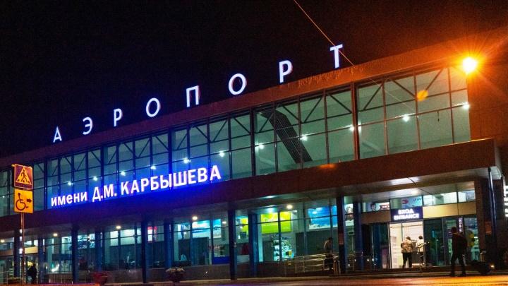 Из-за поломки шлагбаума ночью возле аэропорта образовалась пробка