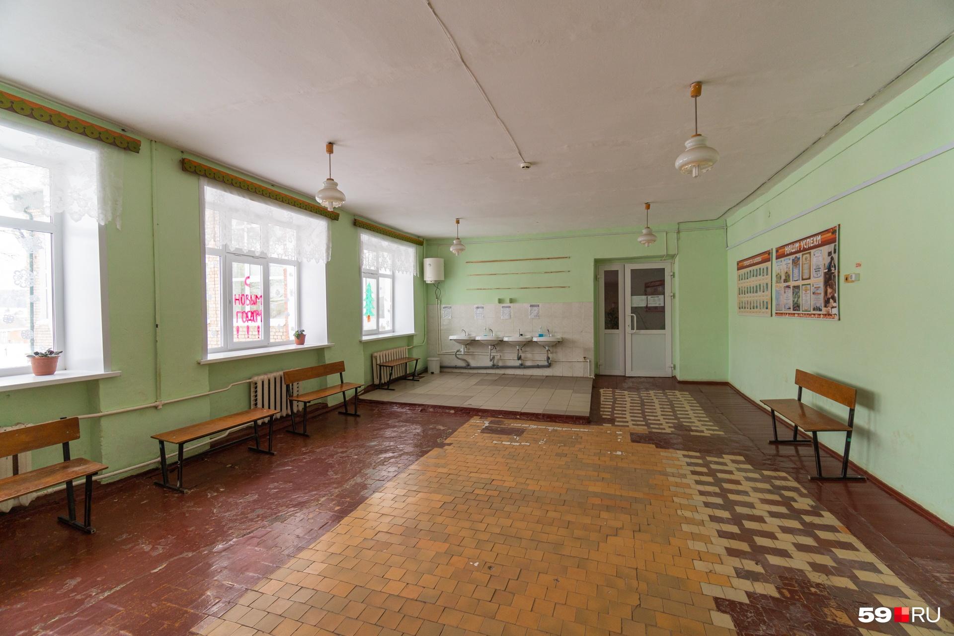 Школе около 70 лет, здание требует ремонта
