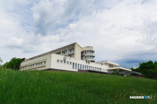 """Здание ввели в эксплуатацию перед новым,&nbsp;<nobr class=""""_"""">1989 годом</nobr>"""