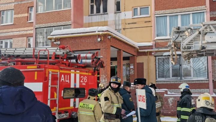 В Уфе загорелась многоэтажка, из здания эвакуировали 40 человек