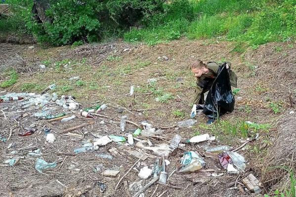 Пойма в Среднеахтубинском районе буквально усыпана мусором после «любителей природы»