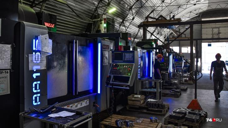 В цехе мехобработки работают станки с числовым программным управлением, проще говоря, роботы