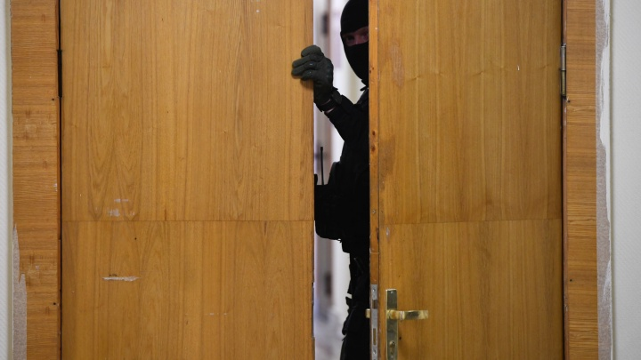 В Екатеринбурге силовики нагрянули с обысками в управляющие компании