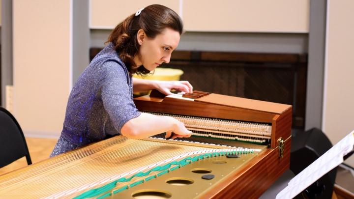 «Это позволит коллективу выйти на новый уровень»: ТОАЗ подарил Русскому оркестру новые гусли