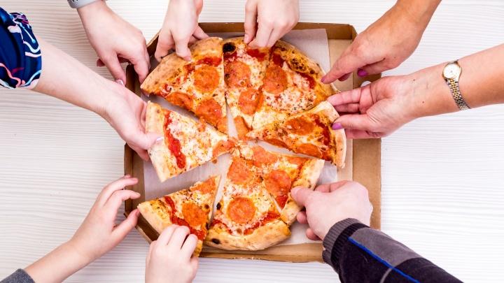 Городская доставка пиццы и роллов снизила цены на все меню