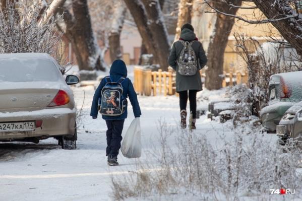 Мороз вновь может отправить школьников в Челябинске по домам