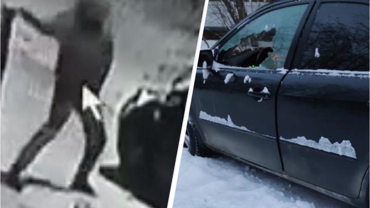 В Екатеринбурге после новогодней ночи неизвестные изуродовали автомобиль бутылкой пива. Публикуем видео