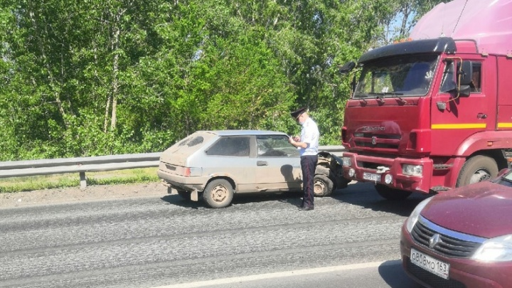 «Водитель потерял сознание»: в Самаре «восьмерка» врезалась в КАМАЗ