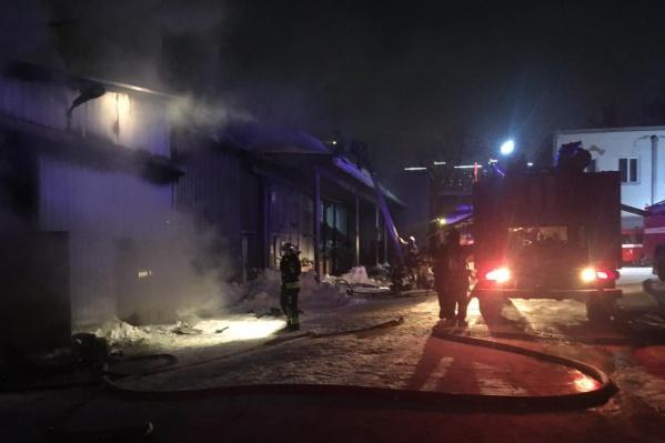 Через час пожарные локализовали возгорание