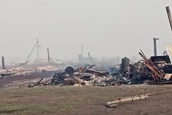 Сгорела половина деревни — людям предложили поселиться в гостинице «Русь»