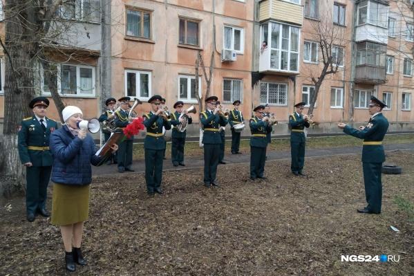 Ветерана Великой Отечественной войны Клавдию Сергеевну Гаврилову поздравили в Красноярске первой