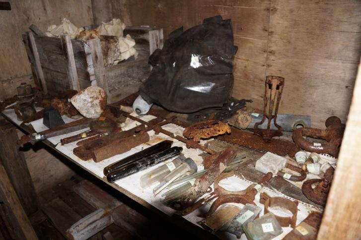Найденные вещи записывают и оставляют в качестве экспонатов