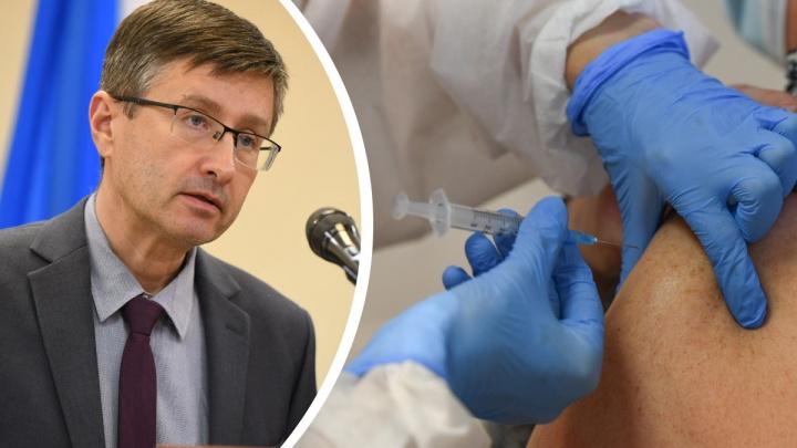 Будут ли вакцинировать от COVID-19 всех, кто работает с людьми? Отвечает глава свердловского Роспотребнадзора