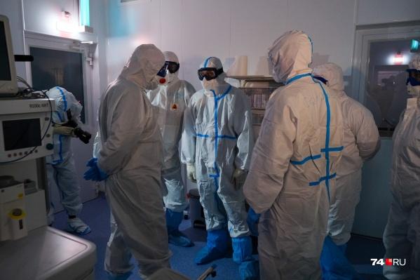 """За последние сутки в Челябинской области подтвердили <nobr class=""""_"""">364 случая</nobr> коронавируса — болезнь пока не собирается отступать"""