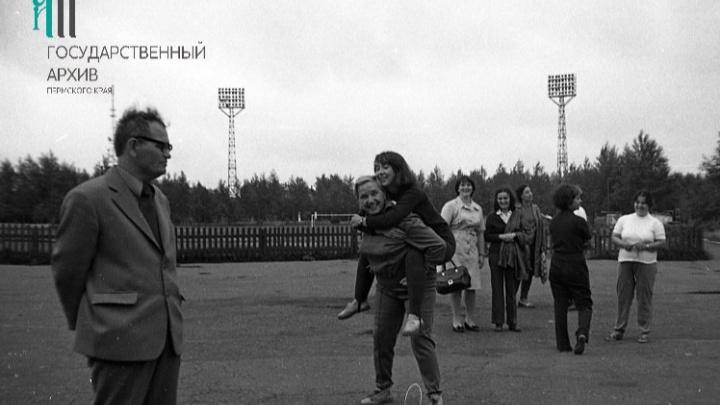 «Трибуны срезали в 90-е»: вспоминаем историю стадиона (сейчас его хотят застроить) и УДС «Молот» с ветераном «Мотовилихинских заводов»