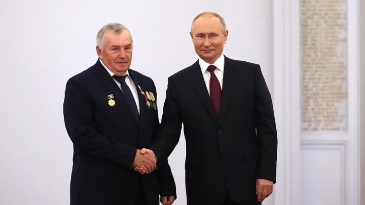 «Это маловато»: Путин оценил зарплату донского тракториста и Героя труда