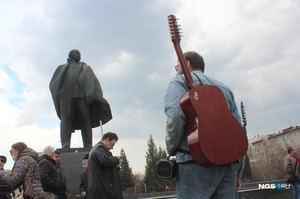 В праздновании Дня международной солидарности трудящихся приняли участие всего несколько десятков новосибирцев