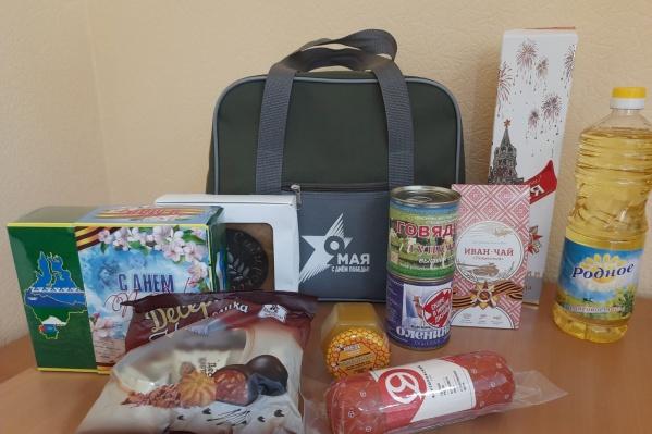 Полный набор продуктов (там не только пряник), который выдается тюменским ветеранам в преддверии Дня Победы