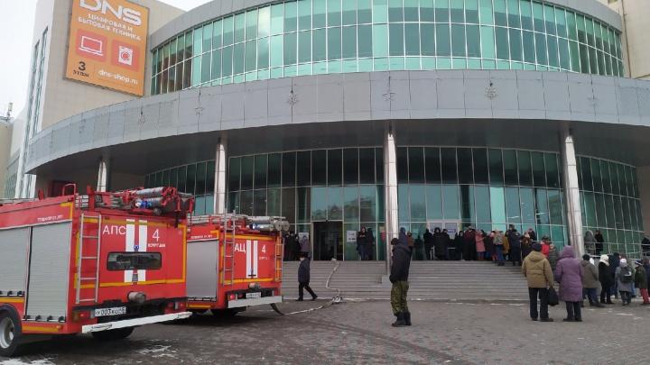 Замкнуло проводку в кинозале: в Кургане в ТРЦ «Пушкинский» прошла эвакуация