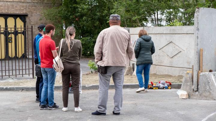 Родные ребенка, погибшего от удара током во дворе нового ЖК, рассказали подробности трагедии