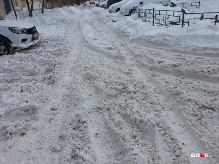 А в вашем дворе снег убрали?