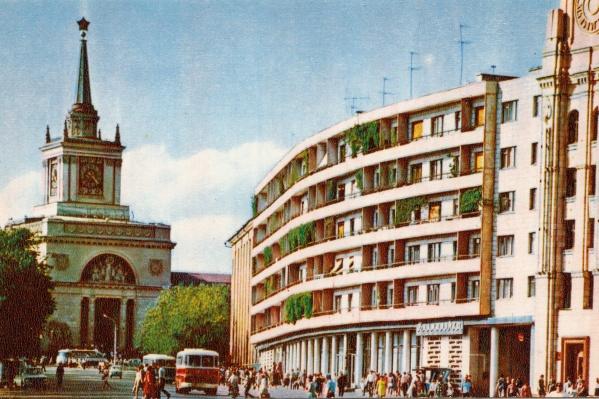 Вячеслав Черепахин удивлен, что кто-то может скучать по СССР, где на улицах была тень от деревьев, а не рекламных щитов