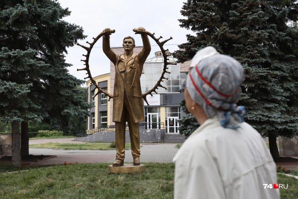 Новый памятник установили в сквере, носящем имя легендарного врача