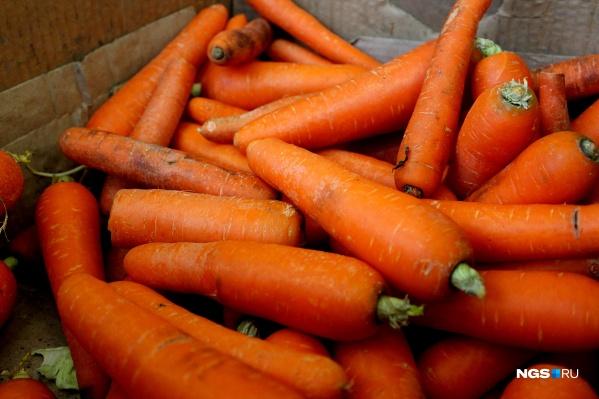 Цена на морковку поднялась в новосибирских магазинах до 215 рублей за килограмм