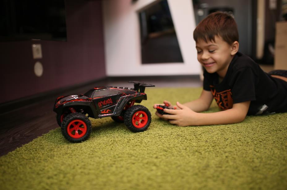 Суперпроходимый радиоуправляемый транспорт надолго увлечет детей игрой