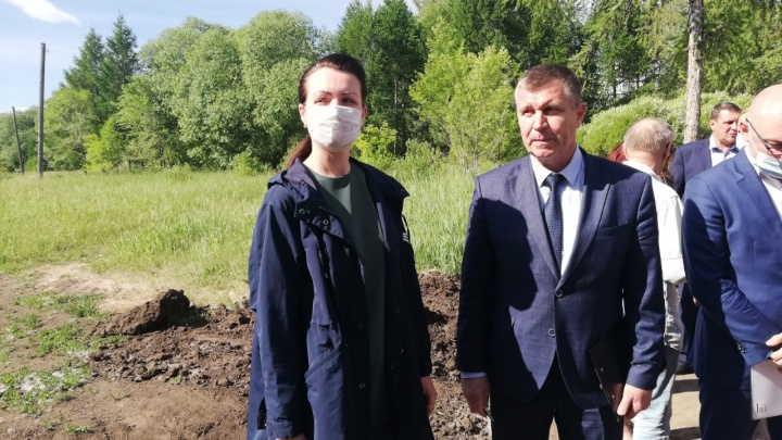Мэр Омска проверила, как подрядчики справляются с благоустройством бульвара имени Александра Веретено