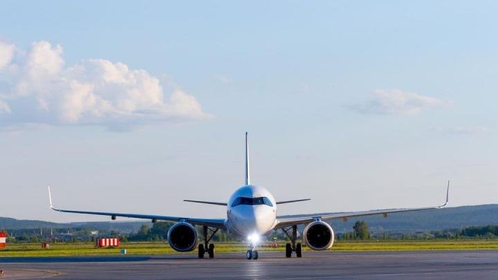 Таможня объяснила, почему новый самолет «Уральских авиалиний» не может вылететь из Кольцово
