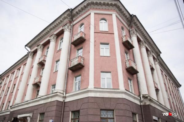 """Здание бывшей больницы <nobr class=""""_"""">№ 1</nobr> сейчас закрыто"""