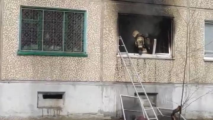 В Волгограде потушен пожар в многоквартирном доме на Ангарском